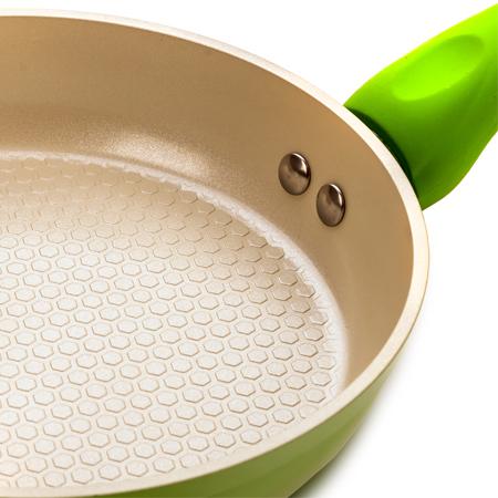 какого цвета керамическое покрытие на сковороде